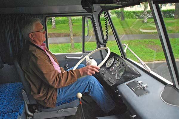 Pääkirjoitus 01/2011: Koneita ja konemiehiä