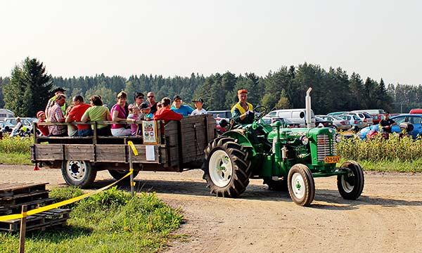 vanhan-ajan-paivat-traktorikyyti