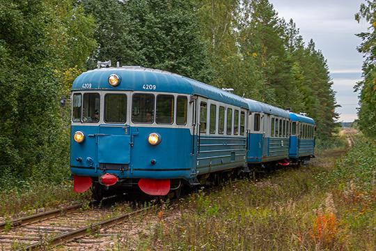 Sinivalkoinen sämpylä – Dm6- ja Dm7-moottorivaunu