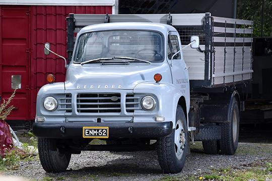 Punaisesta harmaaseen – Bedford J6 LC5  1967
